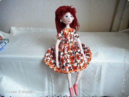 Для 4-х летней девочки сшила куклу. Куколка немаленькая- рост 50 см, но очень милая и уютная. А чтоб девочке было интереснее с ней играть, нашила разной одёжки. фото 3