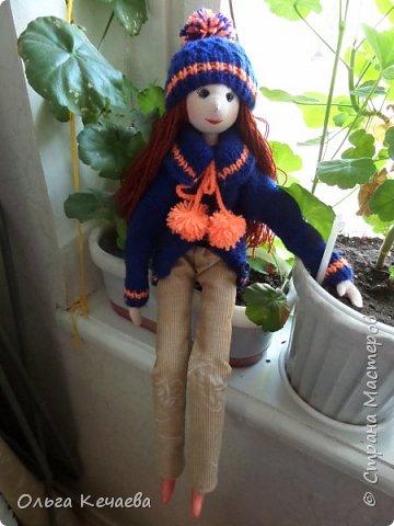 Для 4-х летней девочки сшила куклу. Куколка немаленькая- рост 50 см, но очень милая и уютная. А чтоб девочке было интереснее с ней играть, нашила разной одёжки. фото 7