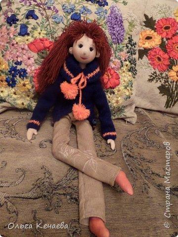 Для 4-х летней девочки сшила куклу. Куколка немаленькая- рост 50 см, но очень милая и уютная. А чтоб девочке было интереснее с ней играть, нашила разной одёжки. фото 6