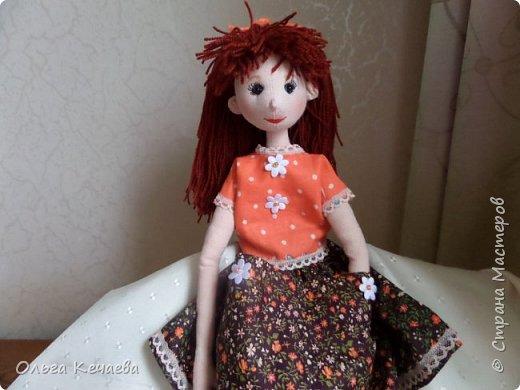 Для 4-х летней девочки сшила куклу. Куколка немаленькая- рост 50 см, но очень милая и уютная. А чтоб девочке было интереснее с ней играть, нашила разной одёжки. фото 11