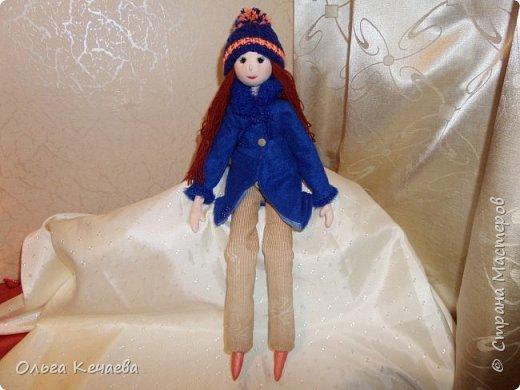 Для 4-х летней девочки сшила куклу. Куколка немаленькая- рост 50 см, но очень милая и уютная. А чтоб девочке было интереснее с ней играть, нашила разной одёжки. фото 9