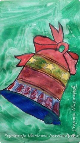 """С   хорошим настроением  на уроке ИЗО раскрасили ребята  3 """"А"""" класса   вот такие  елочные игрушки  . Скоро-скоро наступит  зима , Новый год..А  еще - и самые долгожданные зимние каникулы !!!  Вот только  бы выпал    снег!!!  Ждем с нетерпением!!! фото 10"""