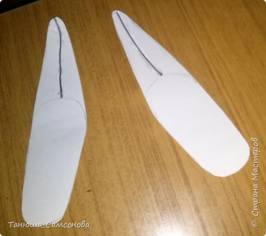 Для изготовления башмачков, нам понадобится : картон, газетная бумага, клей ПВА, клей Титан, акриловая художественная краска ( можно использовать краску в балончиках, я пробовала Эмаль алкидную), капрон, проволока ( я использую тонкую проволоку для плетения). фото 3