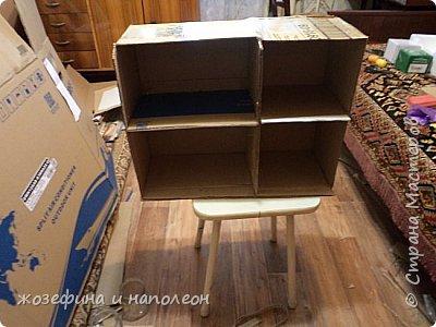 Здравствуйте уважаемые мастера и мастерицы. Выставляю на Ваш суд мой первый кукольный домик. Сделала его по просьбе внучки. Изготовление его заняло  три месяца. Размер домика 50 на 20 см. Размер точно совпадает с шириной стола. Не громоздкий фото 2