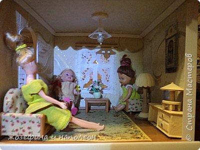Здравствуйте уважаемые мастера и мастерицы. Выставляю на Ваш суд мой первый кукольный домик. Сделала его по просьбе внучки. Изготовление его заняло  три месяца. Размер домика 50 на 20 см. Размер точно совпадает с шириной стола. Не громоздкий фото 11