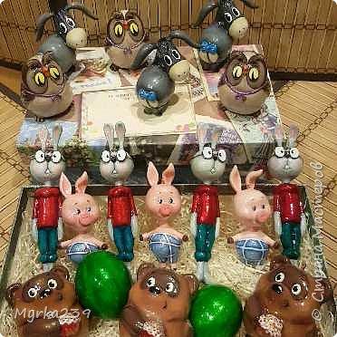 Всем поклонникам мультфильма про Винн -пуха, посвящается!)) Елочные игрушки сделаны из многослойного папье-маше, полые, лёгкие. Расписаны акриловыми красками, украшены глиттерами(блёстками), покрыты лаком. фото 5