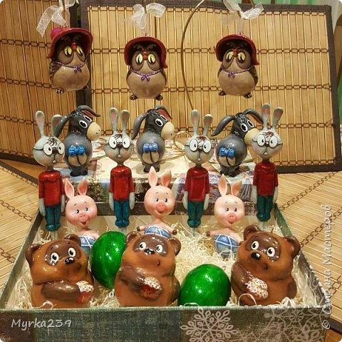 Всем поклонникам мультфильма про Винн -пуха, посвящается!)) Елочные игрушки сделаны из многослойного папье-маше, полые, лёгкие. Расписаны акриловыми красками, украшены глиттерами(блёстками), покрыты лаком. фото 4