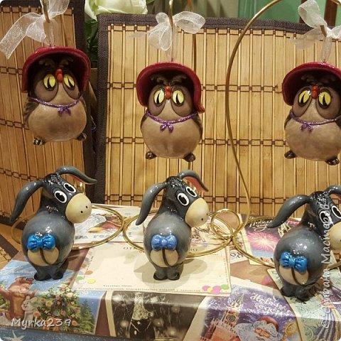 Всем поклонникам мультфильма про Винн -пуха, посвящается!)) Елочные игрушки сделаны из многослойного папье-маше, полые, лёгкие. Расписаны акриловыми красками, украшены глиттерами(блёстками), покрыты лаком. фото 6