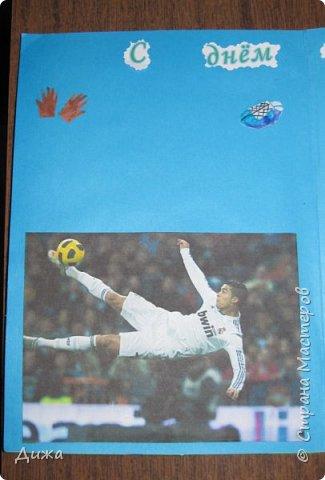 Всем огромный привет!   Сегодня хочу вам показать четвертую открытку, которую я сделала для одноклассника. У него день рождения 24 ноября. Он очень любит футбол, и я решила сделать открытку шейкер. Уже вручили ему, он очень обрадовался! Чтобы сделать открытку я приклеила две плотные цветные бумаги фото 7