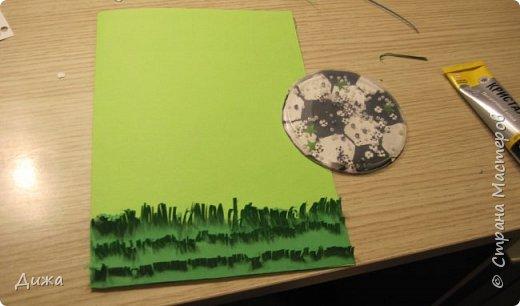 Всем огромный привет!   Сегодня хочу вам показать четвертую открытку, которую я сделала для одноклассника. У него день рождения 24 ноября. Он очень любит футбол, и я решила сделать открытку шейкер. Уже вручили ему, он очень обрадовался! Чтобы сделать открытку я приклеила две плотные цветные бумаги фото 16