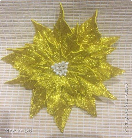 """Новогоднее украшение """"Пуансетия"""" из глитерного фоамирана фото 5"""