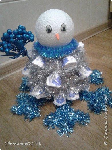 Давно не выставляла свои работы,  творческий  кризис... Для племянницы на конкурс к НГ в школу сделала снеговика.  фото 2