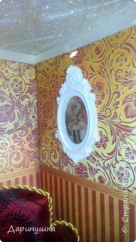 """Миниатюра в картине - можно повесить на стену как декор интерьера. Можно использовать в качестве ночного светильника. Гирлянда на ёлке, люстра, огонь в камине - """"горят"""". Хороший подарок к новому году. фото 2"""