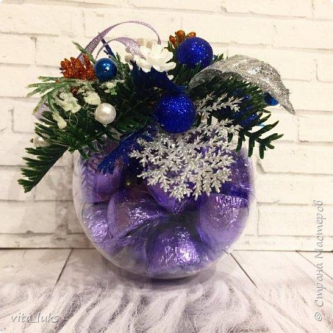 Новогодний шар с конфетками фото 1