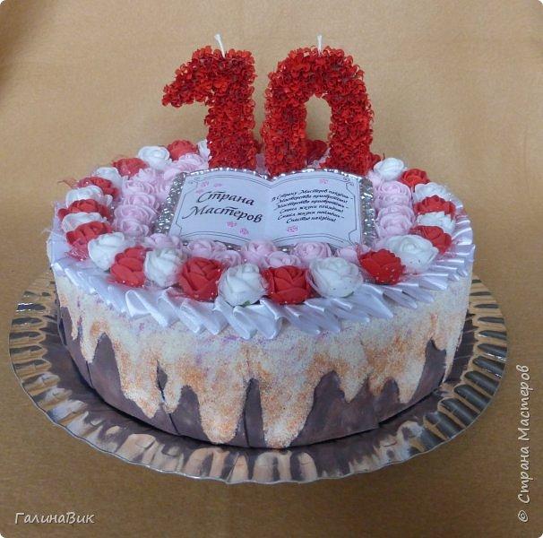 Спешу поздравить родную Страну Мастеров с юбилеем! Желаю долголетия и процветания!!! В качестве сладкого подарка выбрала торт с ''масляными'' розочками и ''сладкой'' книгой! фото 1