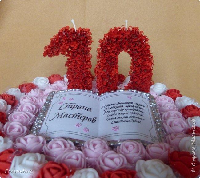 Спешу поздравить родную Страну Мастеров с юбилеем! Желаю долголетия и процветания!!! В качестве сладкого подарка выбрала торт с ''масляными'' розочками и ''сладкой'' книгой! фото 7