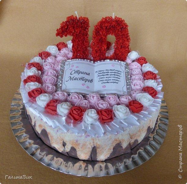 Спешу поздравить родную Страну Мастеров с юбилеем! Желаю долголетия и процветания!!! В качестве сладкого подарка выбрала торт с ''масляными'' розочками и ''сладкой'' книгой! фото 2