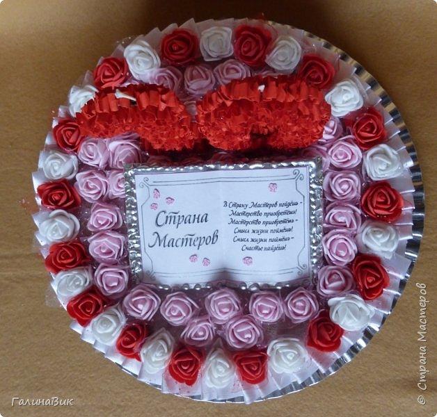 Спешу поздравить родную Страну Мастеров с юбилеем! Желаю долголетия и процветания!!! В качестве сладкого подарка выбрала торт с ''масляными'' розочками и ''сладкой'' книгой! фото 4