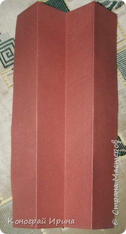 Необходимые материалы: - картон цветной; - бумага цветная двухсторонняя коричневая (для ствола); - бумага цветная; - клей; - ножницы; - фигурный дырокол для нарезки листиков (необязательно). фото 3