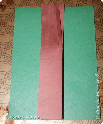 Необходимые материалы: - картон цветной; - бумага цветная двухсторонняя коричневая (для ствола); - бумага цветная; - клей; - ножницы; - фигурный дырокол для нарезки листиков (необязательно). фото 6