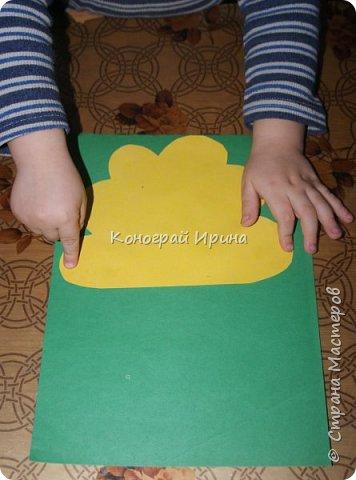 Необходимые материалы: - картон цветной; - бумага цветная двухсторонняя коричневая (для ствола); - бумага цветная; - клей; - ножницы; - фигурный дырокол для нарезки листиков (необязательно). фото 7