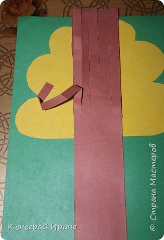 Необходимые материалы: - картон цветной; - бумага цветная двухсторонняя коричневая (для ствола); - бумага цветная; - клей; - ножницы; - фигурный дырокол для нарезки листиков (необязательно). фото 13