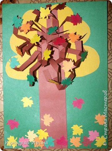 Необходимые материалы: - картон цветной; - бумага цветная двухсторонняя коричневая (для ствола); - бумага цветная; - клей; - ножницы; - фигурный дырокол для нарезки листиков (необязательно). фото 1