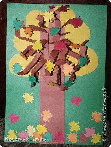 Необходимые материалы: - картон цветной; - бумага цветная двухсторонняя коричневая (для ствола); - бумага цветная; - клей; - ножницы; - фигурный дырокол для нарезки листиков (необязательно). фото 16