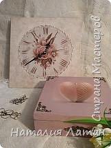 Еще с античных времен люди считали, что ракушка принесенная в дар  является проявлением почтения и уважения. Как символ-это пожелание на реализацию жизненных планов. Из пены морской в раковине гребешка родилась богиня любви Афродита (на всем известной картине Боттичелли),  но это мифы... Доброго времени суток Страна,  нашлась и у меня своя открытка с морским гребешком,  которой  я решила украсить шкатулку для дочери. фото 5