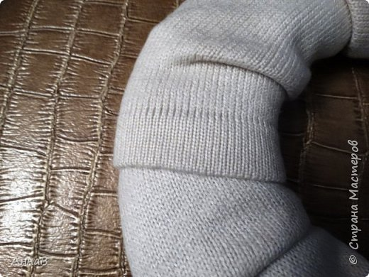 Новогодний венок из свитера фото 4