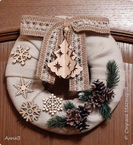 Новогодний венок из свитера фото 5