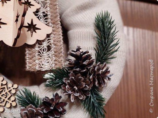 Новогодний венок из свитера фото 6