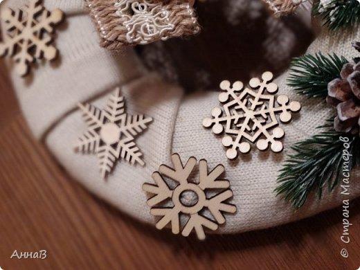 Новогодний венок из свитера фото 8