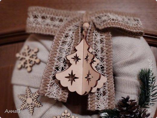 Новогодний венок из свитера фото 7