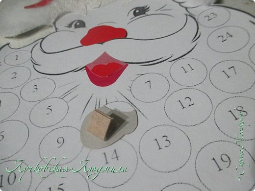 Года 2 назад  увидела календарь с днями ожидания Нового года. И каждый раз забывала сделать. А тут и ребенок такого возраста, когда уже понимает, и чтобы было легче считать и более наглядно, решила сделать, хотя еще вопрос кто больше ждет, ребенок или взрослый. Идея с дедом морозом не моя, а вот снеговика (может и они есть, но я не встретила) моя задумка. Так что если Вам интересно, предлагаю МК как я их делала. фото 10