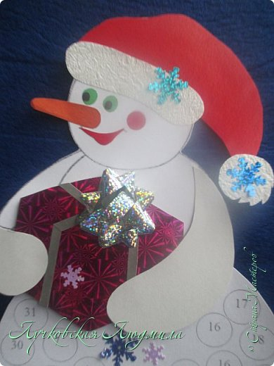 Года 2 назад  увидела календарь с днями ожидания Нового года. И каждый раз забывала сделать. А тут и ребенок такого возраста, когда уже понимает, и чтобы было легче считать и более наглядно, решила сделать, хотя еще вопрос кто больше ждет, ребенок или взрослый. Идея с дедом морозом не моя, а вот снеговика (может и они есть, но я не встретила) моя задумка. Так что если Вам интересно, предлагаю МК как я их делала. фото 21