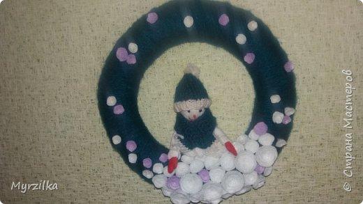 Новогодний веночек со снеговиком, сколько не фотографировала никак не получается фото((( фото 1