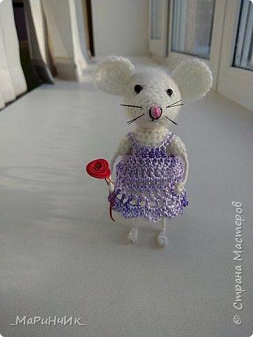 Мышка, связана по МК Елены Никитиной. Размер игрушки 7 см. фото 2