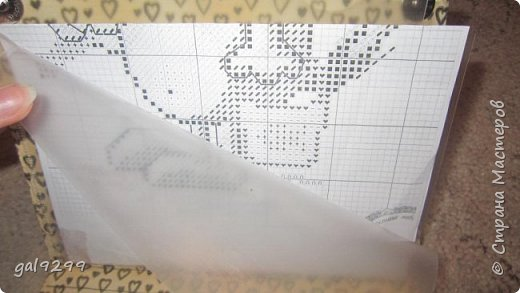 Кто-нибудь пробовал вышивать в дороге? Я пробовала. Более того, когда я вышиваю в дороге, меня не укачивает. Обычно принадлежности для вышивки я держала в файле. Совсем недавно наткнулась на просторах Интернета дорожную сумку-органайзер для рукоделия от DMC. Очень понравилась идея. Сразу захотелось что-нибудь такое сделать. Делюсь результатом. фото 11