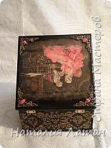 Доброго дня Страна мастеров!Эту шкатулку я делала в подарок  на день рождения любимой  племяннице. Для работы использовала декупажную карту.Подрисовка, по  краям картинки  прошлась черным металликом, некоторые элементы выделены золотой краской, на фото это мало заметно фото 5