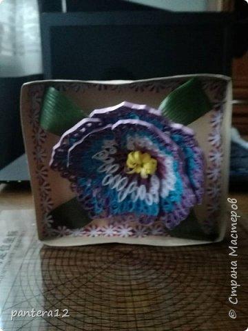 Всем доброе время суток.  Этот цветок я делала очень долго, то полоски нужного цвета заканчивались, то другое занятие отнимало время. Но вот наконец то я её закончила и представляю вашему вниманию. Вид с верху. фото 2