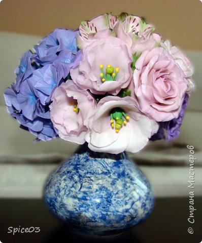 Цветочный букетик из полимерной глины, сделан на заказ. Составлен из гортензий, альстромерий, эустом, роз и одной английской розы. фото 1