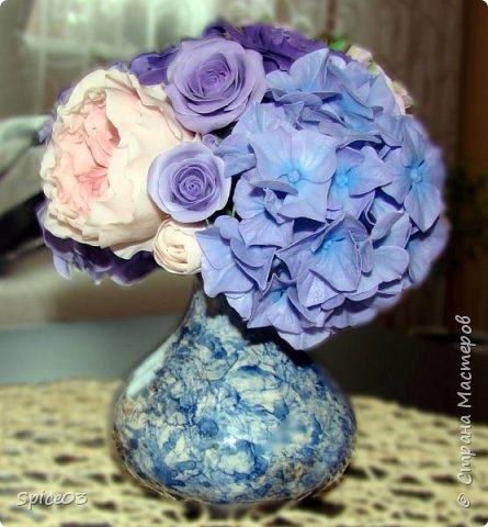 Цветочный букетик из полимерной глины, сделан на заказ. Составлен из гортензий, альстромерий, эустом, роз и одной английской розы. фото 4