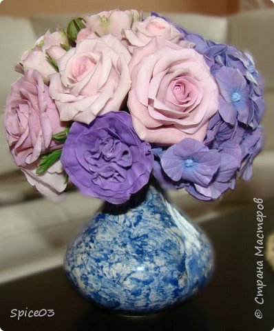 Цветочный букетик из полимерной глины, сделан на заказ. Составлен из гортензий, альстромерий, эустом, роз и одной английской розы. фото 5