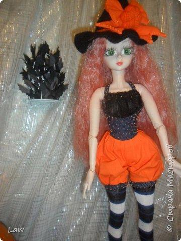 пошили костюмчик ведьмочки, связали шляпу и устроили фотосессию не большую. вообще фото был сделано 31 октября.как то руки не доходили выложить) фото 1