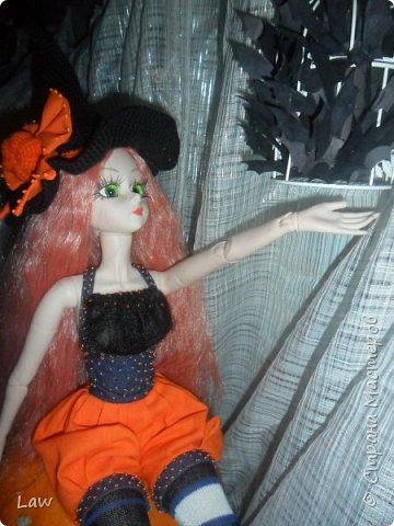 пошили костюмчик ведьмочки, связали шляпу и устроили фотосессию не большую. вообще фото был сделано 31 октября.как то руки не доходили выложить) фото 2