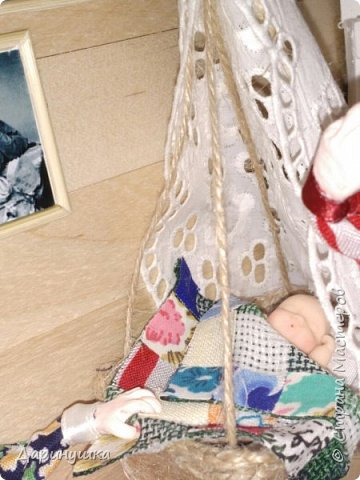 """Румбокс был сделан для участия в православном конкурсе - """" Пасхальное яйцо """". Картина с подсветкой. Дрова в печке """"горят"""", от икон исходит свечение. фото 6"""