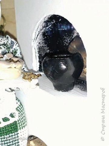 """Румбокс был сделан для участия в православном конкурсе - """" Пасхальное яйцо """". Картина с подсветкой. Дрова в печке """"горят"""", от икон исходит свечение. фото 4"""