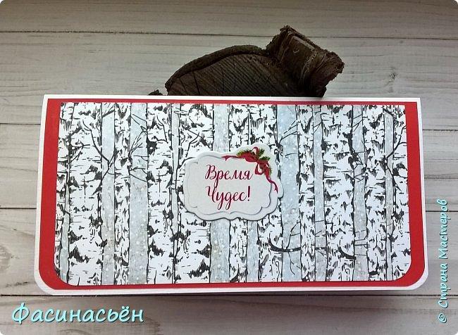 """Скоро эта открыточка уедет к замечательному человеку.Планировала совершенно другую открытку,с шейкером...но другую. В итоге что получилось,то получилось.Купила кружево с замечательными """"висюльками,мне кажется замечательно вписалось в зимнюю тему.Зайчики из бумаги от Фабрики декору """" smile of winter"""",бумага от Eco paper """"Зимние сны"""". Надпись приподнята на картоне,птичка покрыта блой и голографической пудрой.Носик и глаз у кролика который не в шейкера блестит от глосси. Света конечно не хватает.... фото 2"""