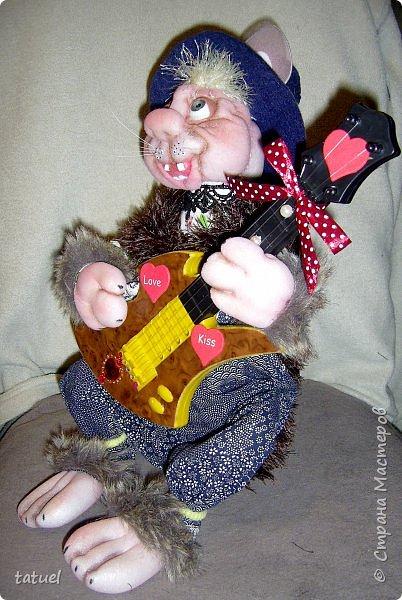 Всем привет! Посмотрите, какой замечательный кот получился сам собою. Это потому, что начала шить бабушку, а вышла звериная морда.  Пришлось дальше фантазировать уже в этом направлении.  Результат вышел просто чудесный! фото 4